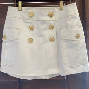 Cache LUXE White Skort with Gold Toned Buttons